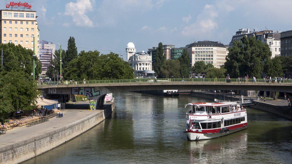 Donaukanal-Schwedenbruecke-Wien
