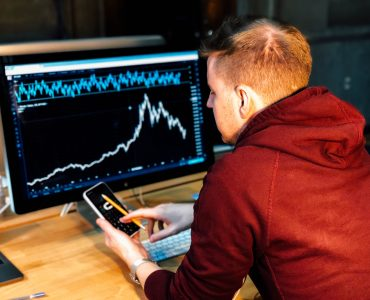 Finfluencer klären zur Geldanlage auf