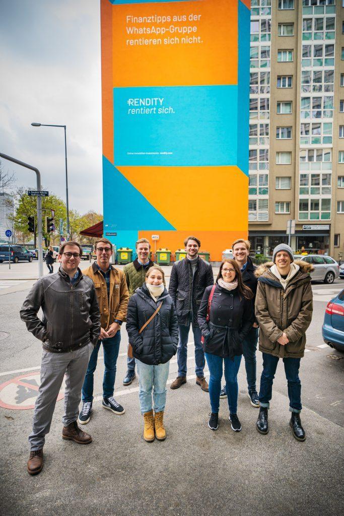 Werbewand und Team Rendity